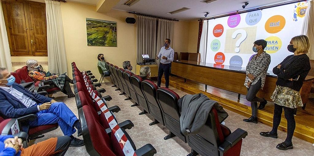 Aspanias ofrece a los mayores de Salas seguir en su casa